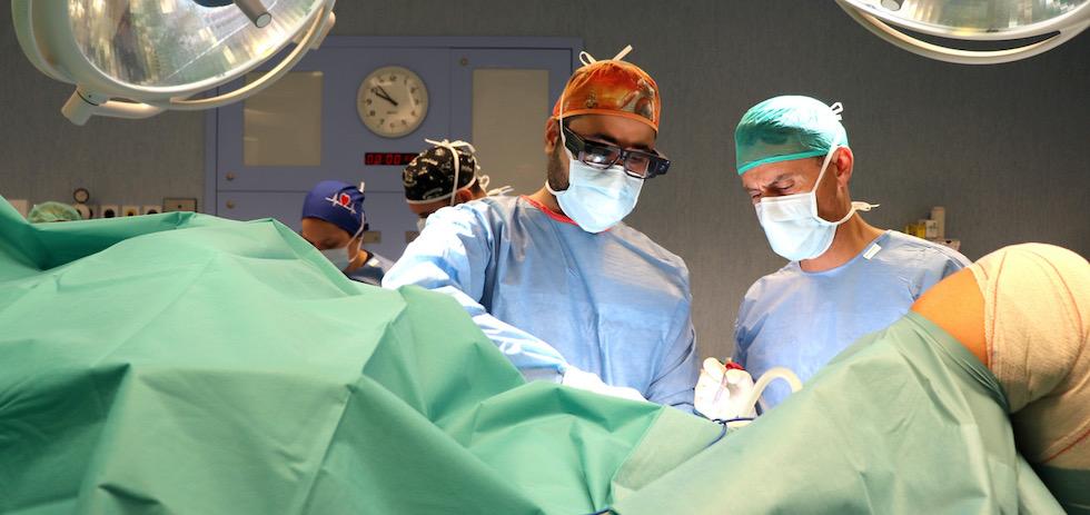 Hospitales Universitarios San Roque estrena en Europa gafas virtuales para la retransmisión de cirugía en directo