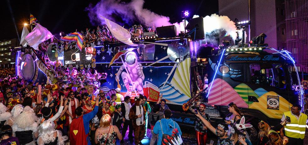 Resultado de imagen de amanda bus carroza carnaval 2019