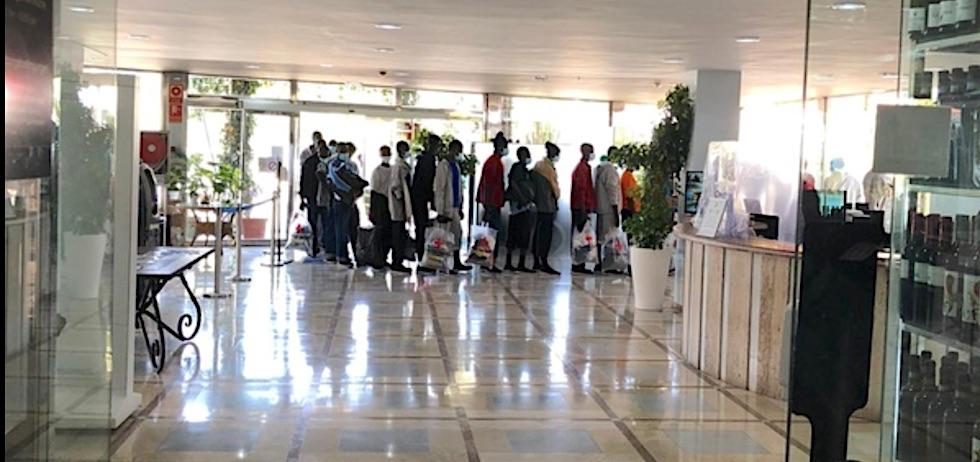 Los dos hoteles que acogen inmigrantes están cerrados y sin acceso a  piscinas   Maspalomas Ahora, lider en información y noticias del Sur y  sureste de Gran Canaria