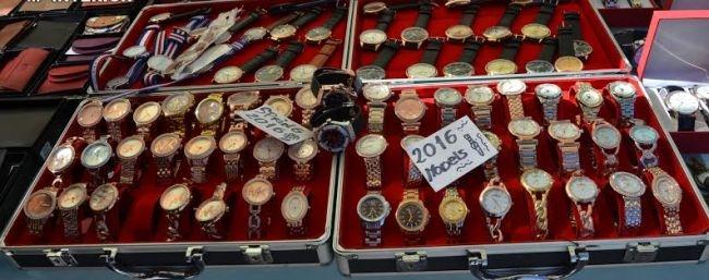 d4a94ecc3d63 Detienen a 8 personas en Mogán por vender artículos falsos valorados ...
