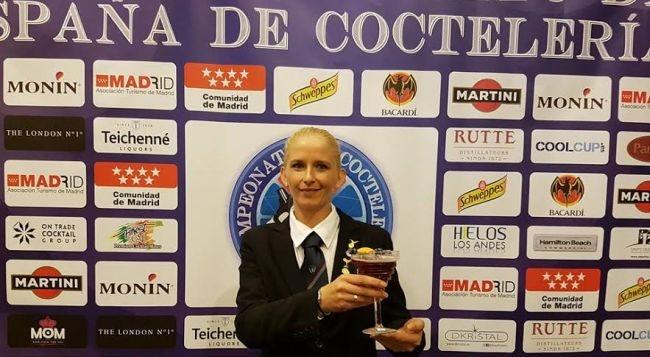 La camarera de bar del Riu Don Miguel consigue éxito en el Campeonato Nacional de Coctelería